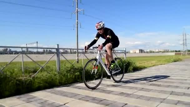 Professzionális triatlon kerékpár országúti kerékpár, Pedálozás Országúti kerékpár, sport koncepció