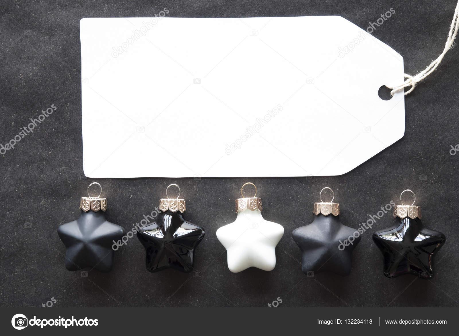 Zwart Wit Kerstdecoraties : Zwart wit kerstboom ballen label met kopie ruimte u2014 stockfoto