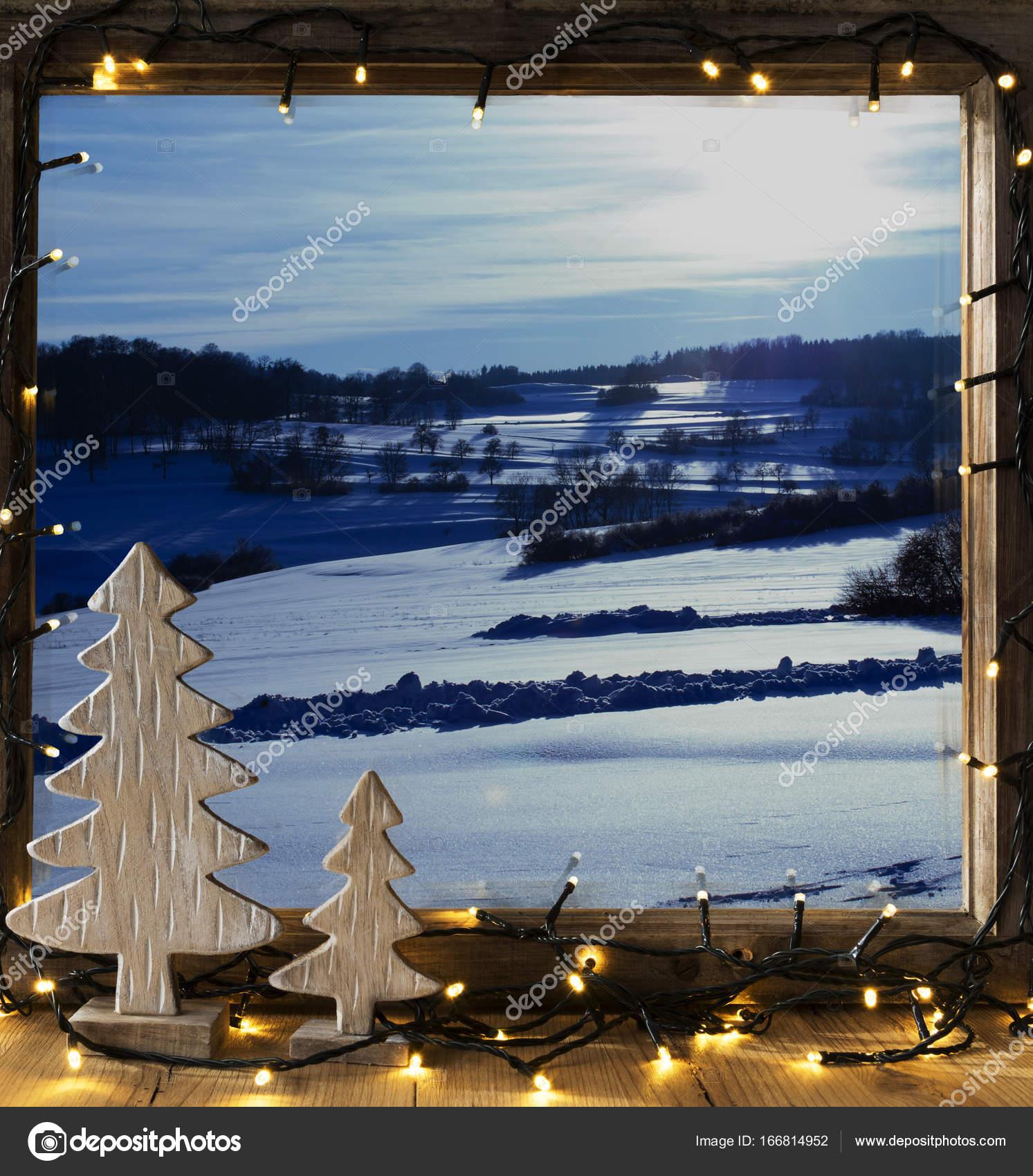 Fenster, Winterlandschaft, Lichterketten — Stockfoto © Nelosa #166814952