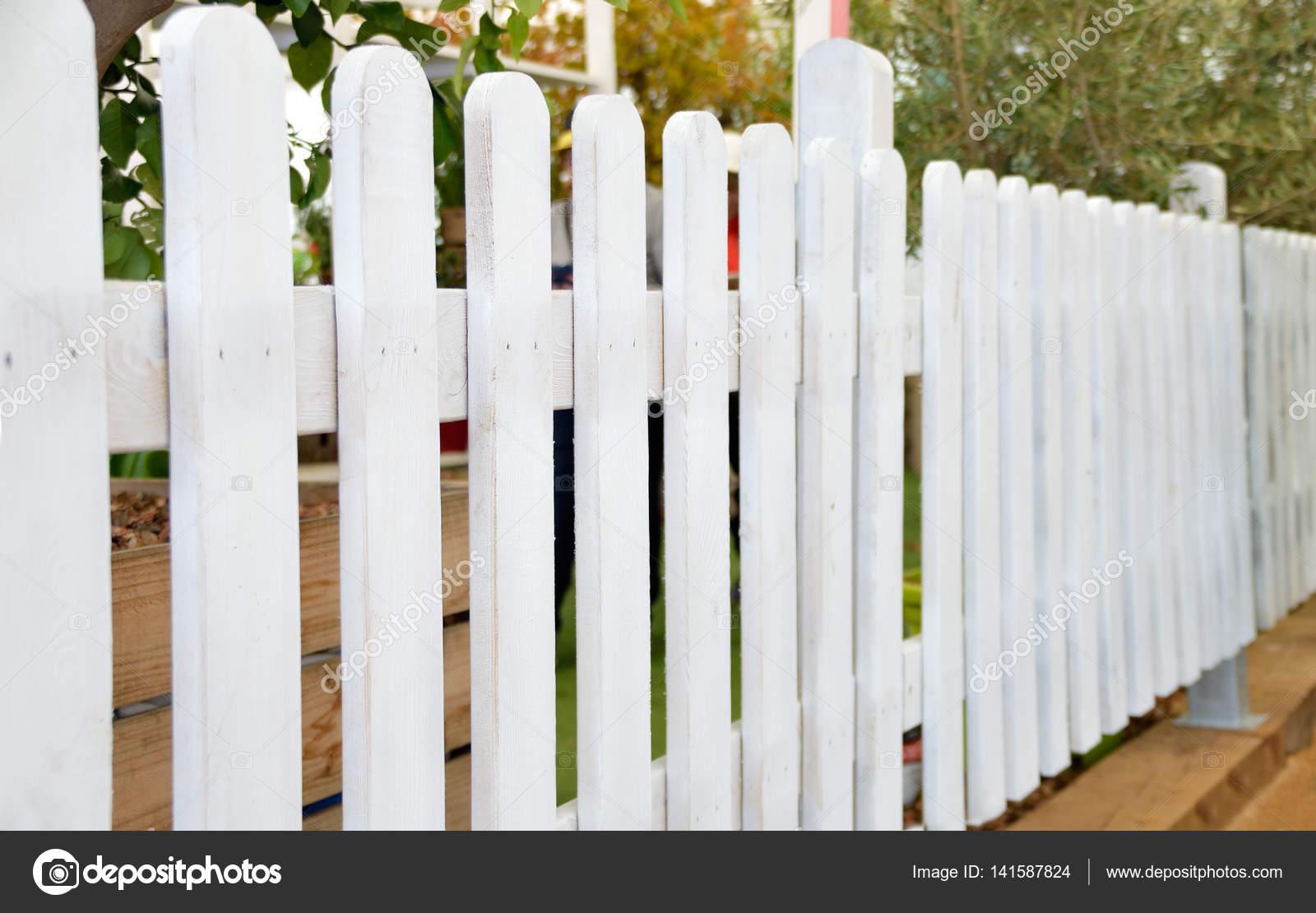 weiße holzzaun — stockfoto © cunaplus #141587824