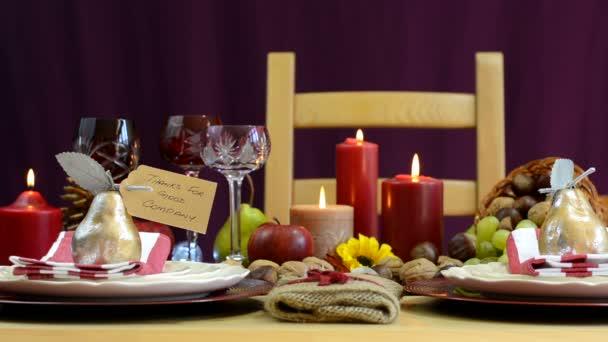 Thanksgiving Tisch Gedecke Mit Füllhorn Herzstück U2014 Stockvideo