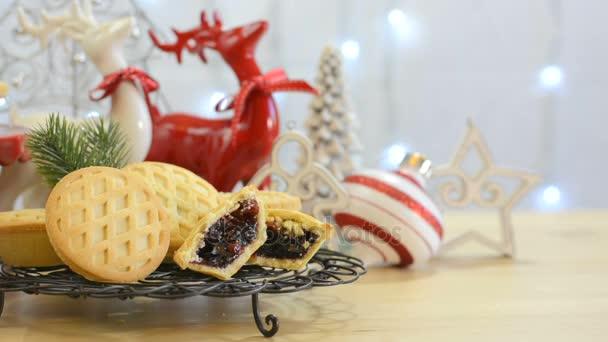 Festliche Weihnachten Lebensmitteltabelle mit englischen Stil Obst Mince pies