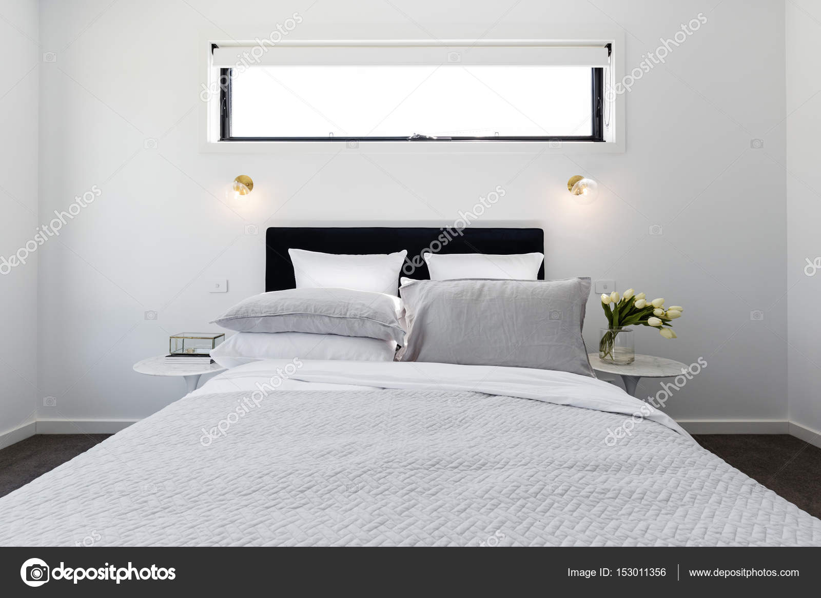 chambre des ma tres moderne de luxe photographie jodiejohnson 153011356. Black Bedroom Furniture Sets. Home Design Ideas