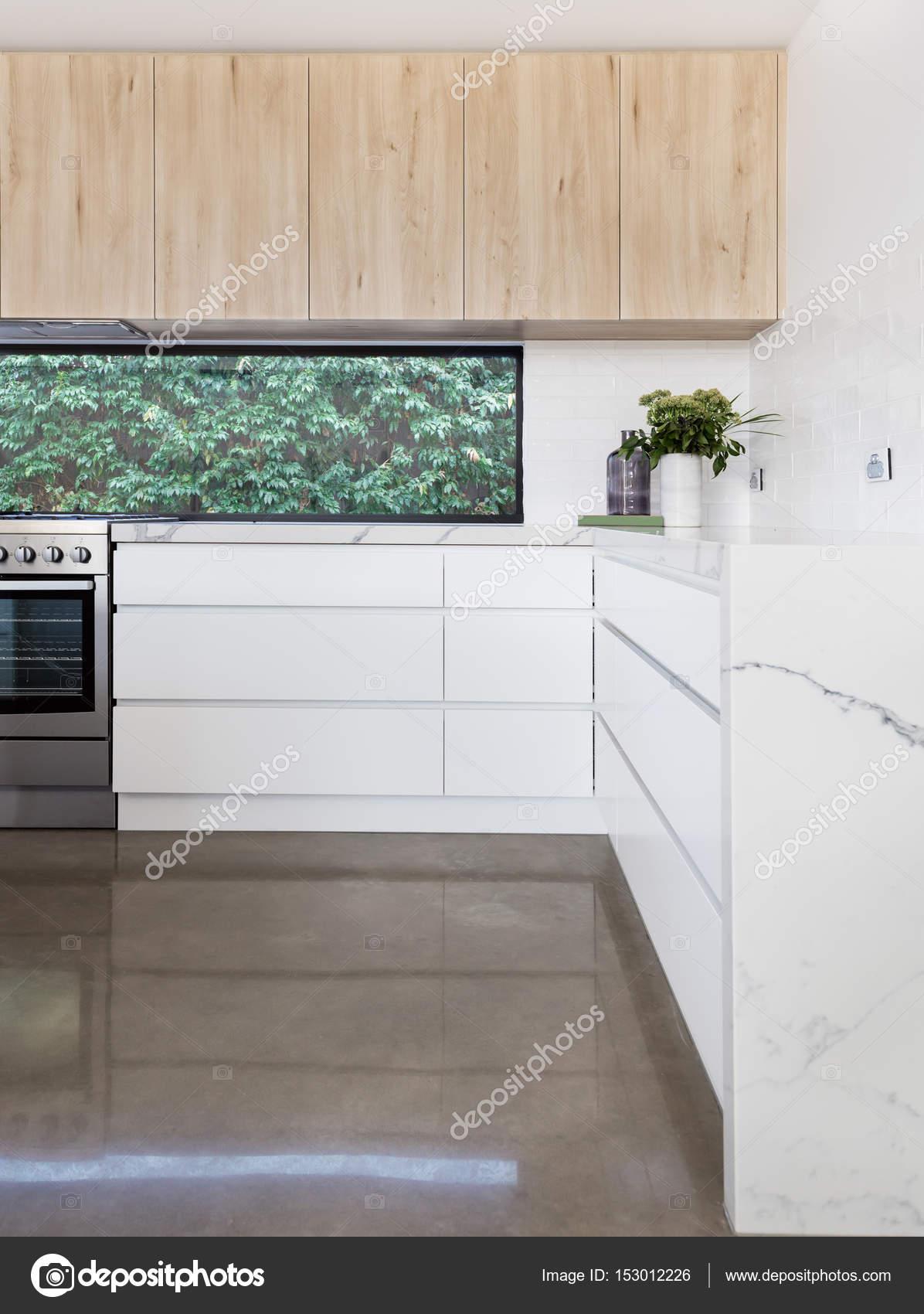 Detalles de la cocina del piso de hormigón y cajón — Fotos de Stock ...