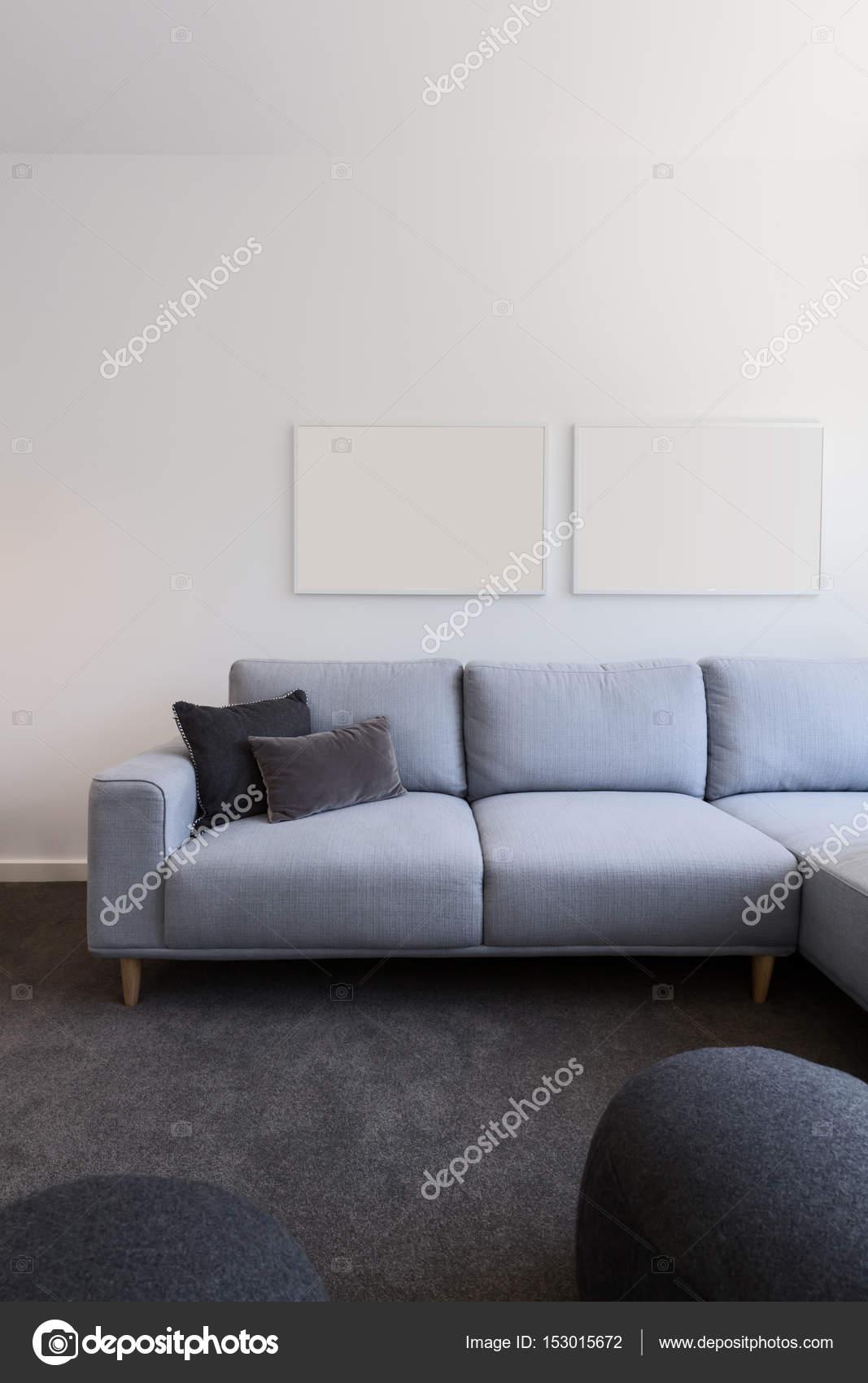 canapé bleu pastel blanc oeuvre ci-dessus — Photographie ...