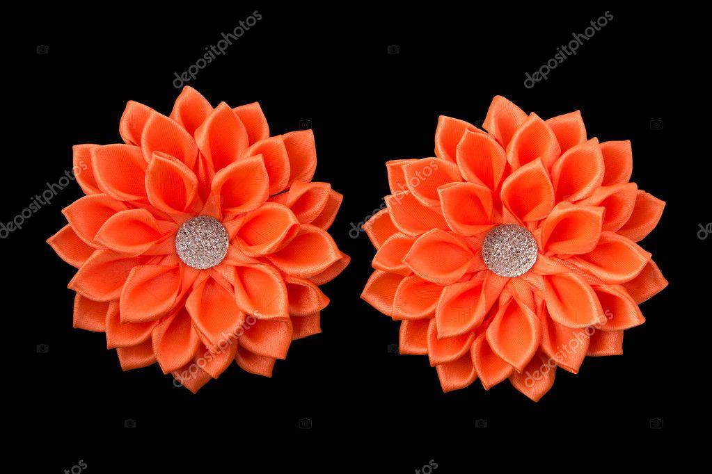 naranja lazos de cinta de raso flores de la cinta y pedrera aislado en