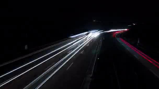 Časová prodleva na německé dálnici v noci - vysoké úhel pohledu