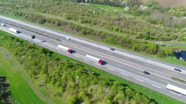 Weiblich, Németország - április 17-én 2018-ban: Sűrű forgalom a német A3-as autópálya közeli Wiesbadener Kreuz - légifelvételek