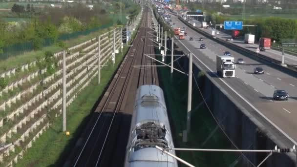 Német autópálya és a nagysebességű vasúti pálya - magas, szög, kilátás
