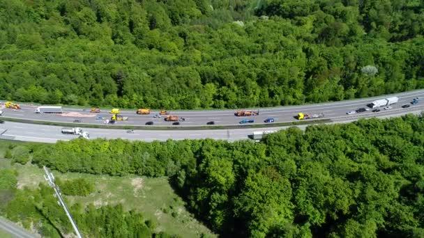 Dugóban autópálya - légi felvétel, shot nyomon követése