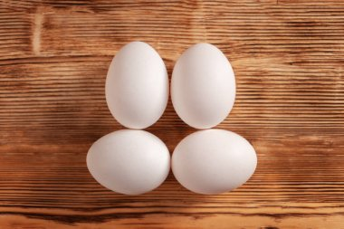 Eggs on a wooden table in the shape of a muzzle.
