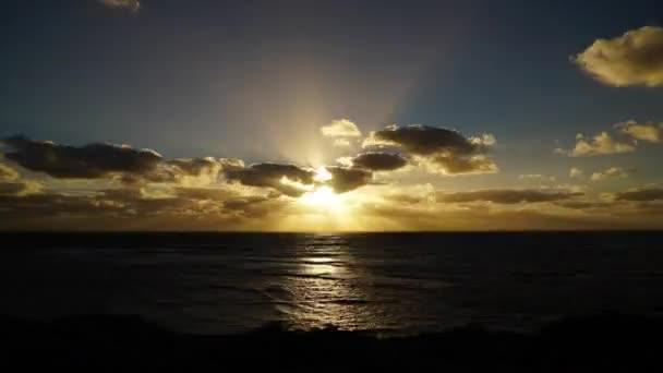 Több mint a Csendes-óceán partjainál Nyugat-Ausztráliában a naplemente idő kör