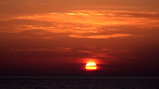 Sunset Sea Beach, východ slunce na pobřeží, oceán při západu slunce v létě, soumrak