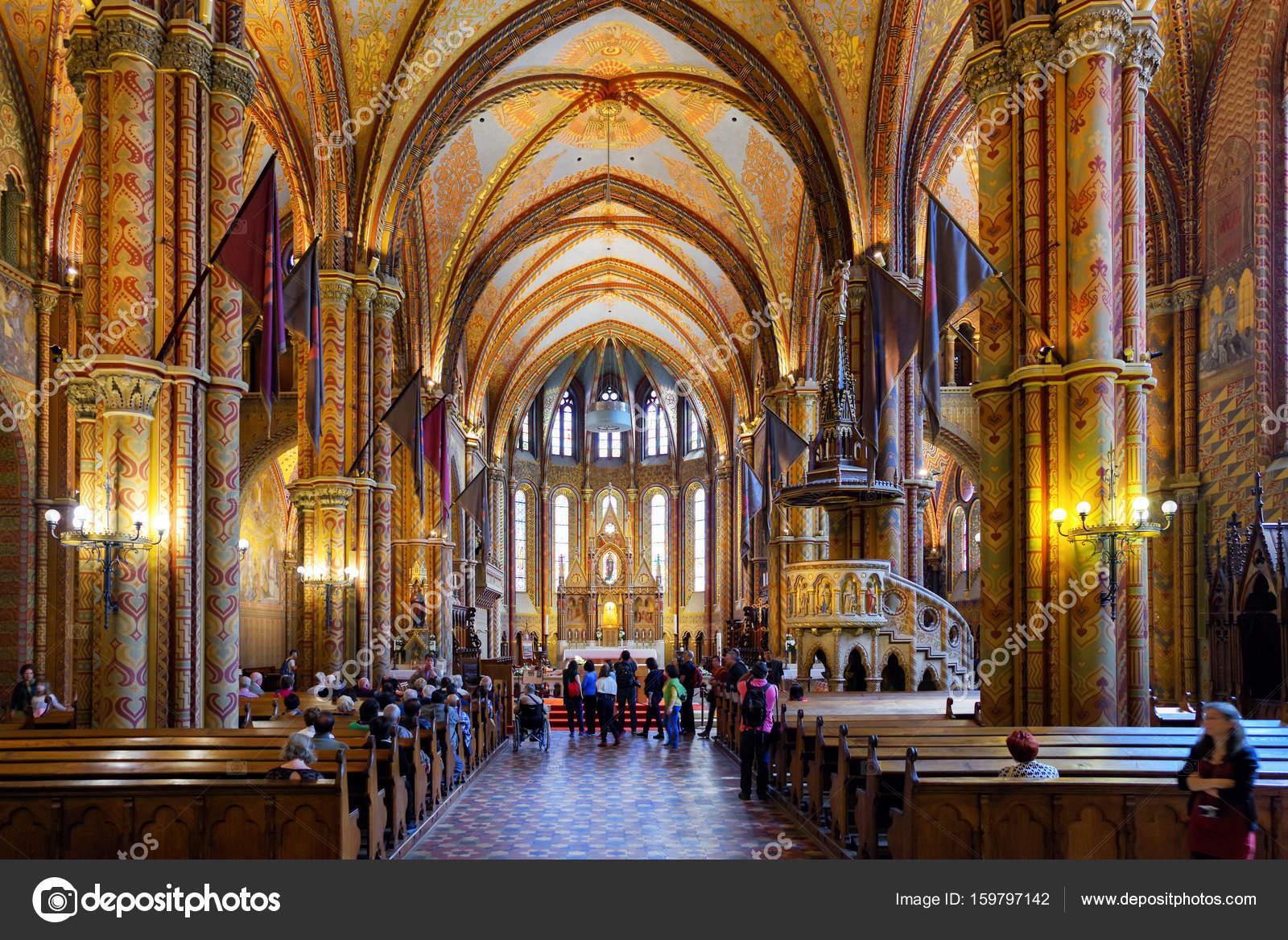 https://st3.depositphotos.com/1829921/15979/i/1600/depositphotos_159797142-stockafbeelding-interieur-van-matthias-kerk-in.jpg