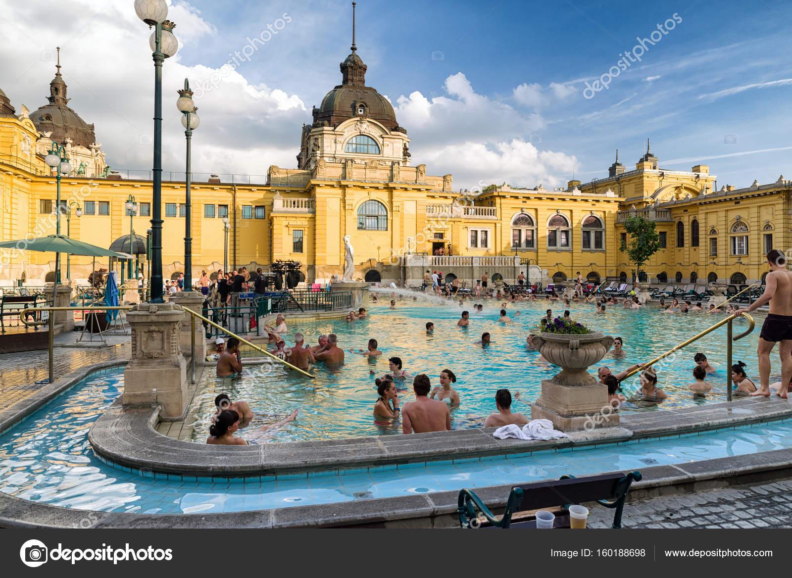 bagno termale Szechenyi a budapest, Ungheria — Foto Editoriale Stock ...