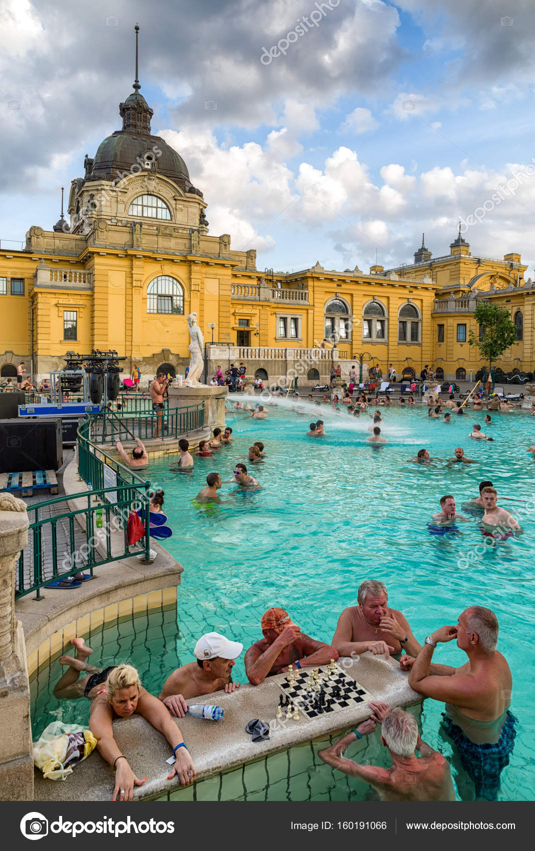bagno termale Szechenyi a budapest, Ungheria — Foto Editoriale Stock ...