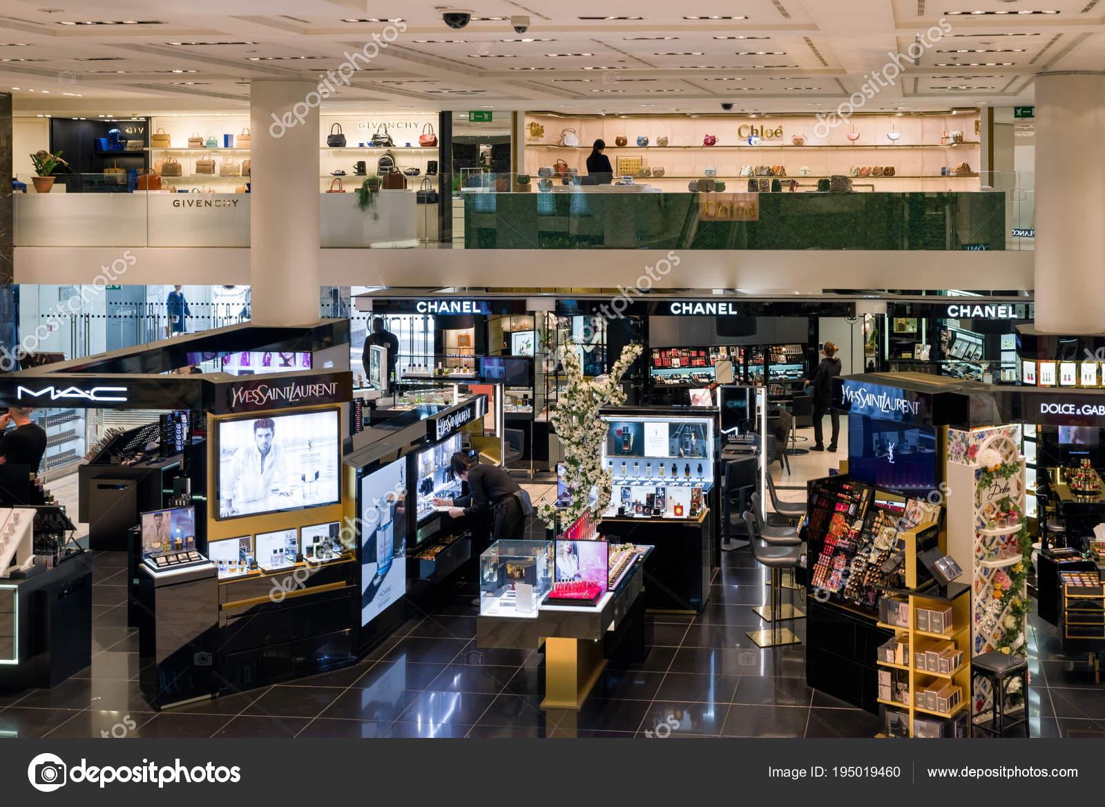 À — Photo Éditoriale Boutiques Luxe De Marque MilanItalie 0Pnw8Ok