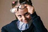 szemüveg, kicsi lány