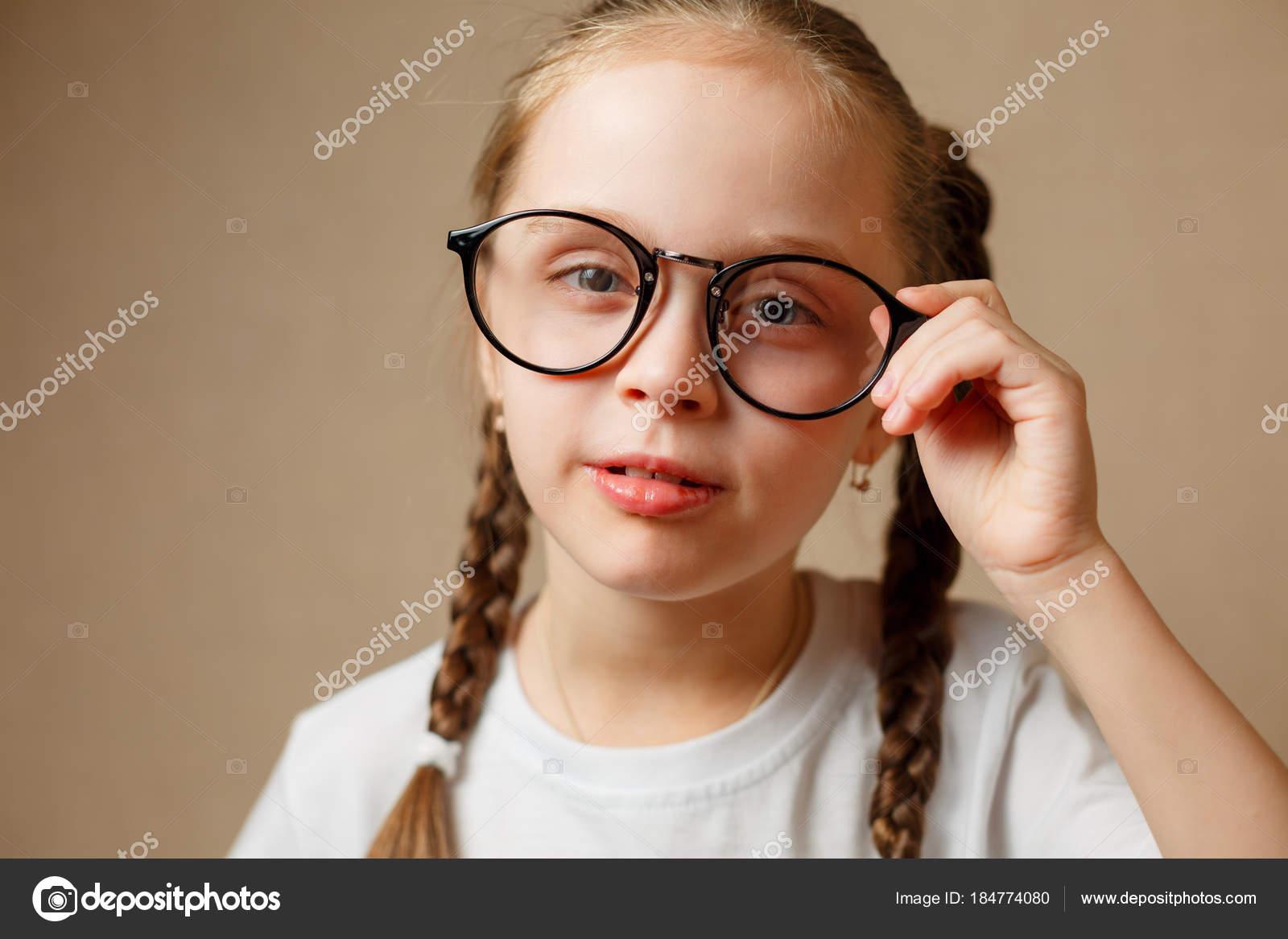 0c48b1c30713 Little girl with big glasses — Stock Photo © karpik-hoi #184774080