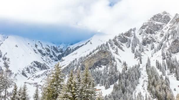 Mraky ve švýcarských Alpách, Adelboden
