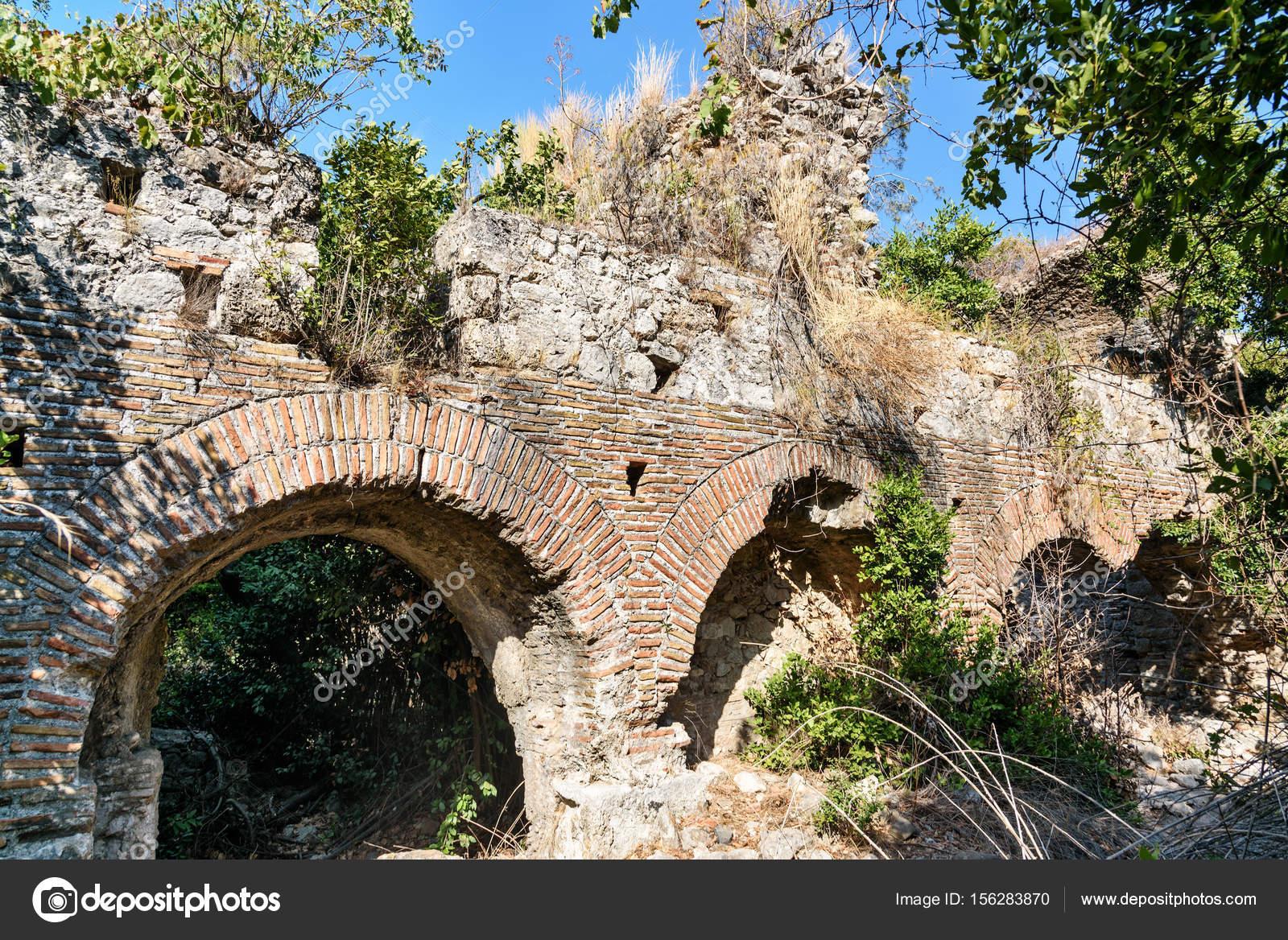 Bagno di vespasiano rovine dell 39 antica citt di olympos in licia turchia foto stock - Bagno vespasiano ...