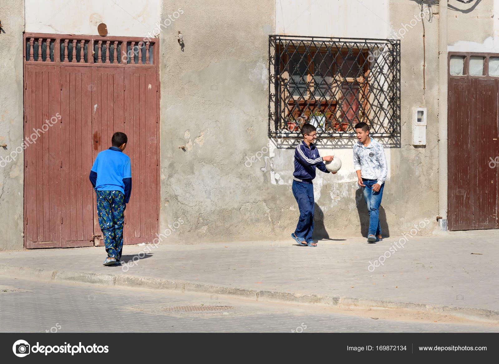 Fotos Ninos Marroquies Ninos Jugando En La Calle En La Medina De