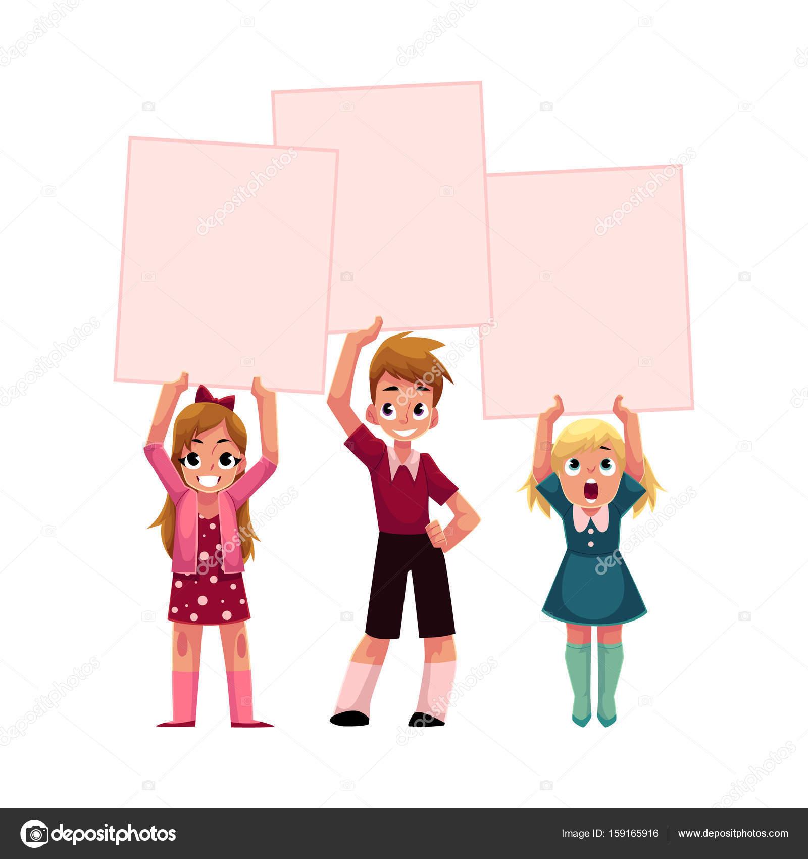 Трое детей Холдинг пустой пустой плакаты, доски над ... Трое Детей