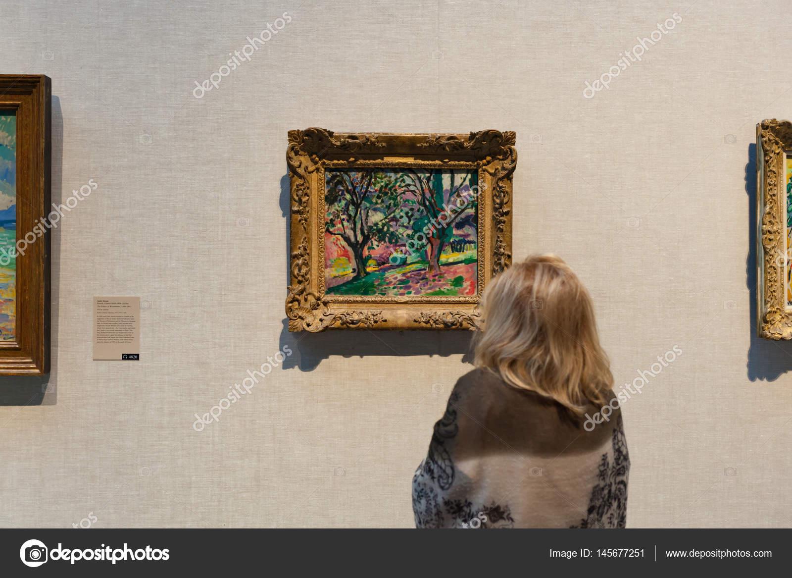 Menschen besuchen Metropolitan Museum of Art in New York ...