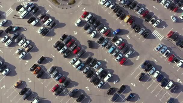 Hyperlaps Mnoho aut na parkovišti v provozu Top View. Natáčení Hyperlapse na parkovišti s auty od Drone.
