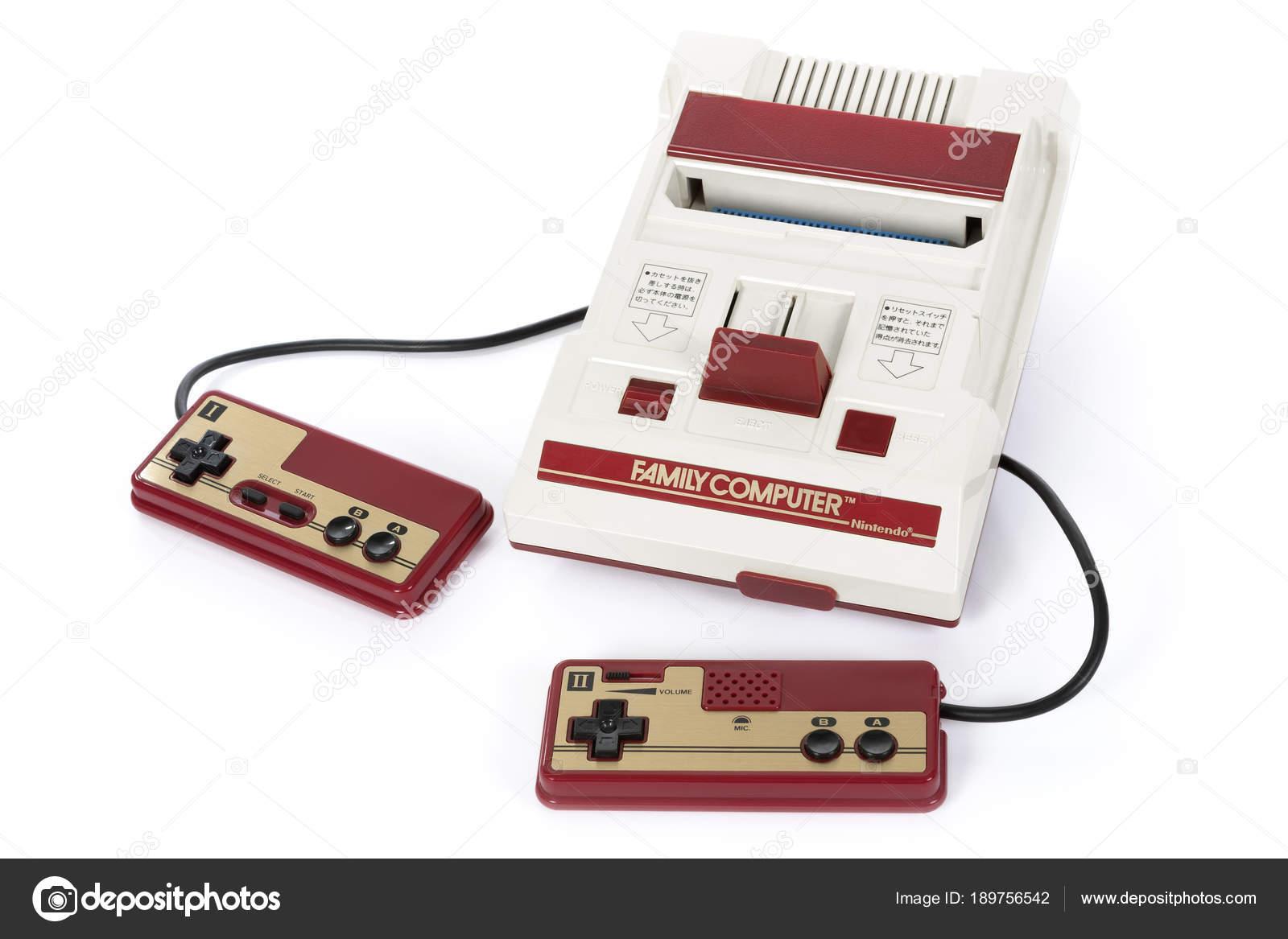 La Consola De Nintendo Famicom Juegos Foto Editorial De Stock