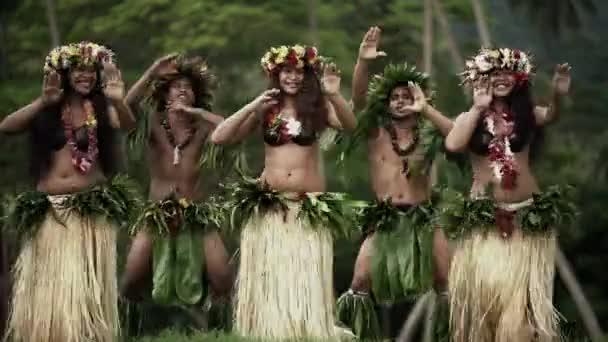 Tahitskou hulu tanečnic venkovní