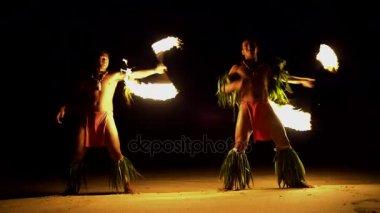 Požární tanečnic Spinning pochodně