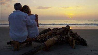 relaxační pár na pláži