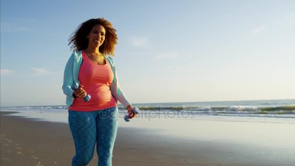 Žena, chůze u moře
