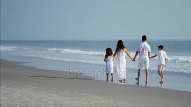 Családi séta a strand