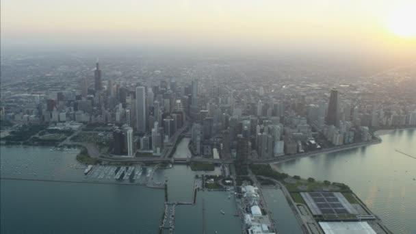 Michiganské jezero a marina v Chicagu