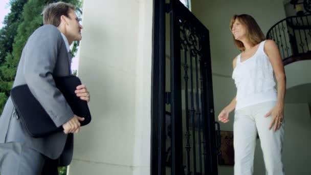majitele domů realitní agent setkání