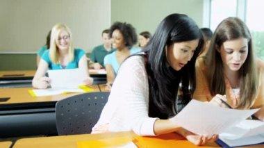 Vysokoškoláků v učebně