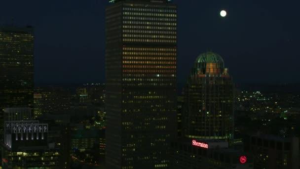 Boston, Usa - listopad 2017: Letecké noční osvětlená pohled do centra města mrakodrapy, které John Hancock Tower a Prudential Tower Boston Massachusetts Americe