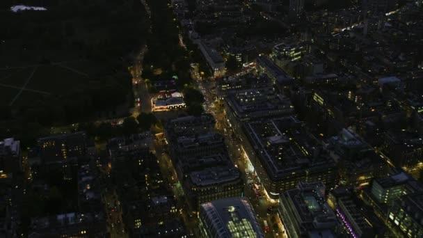 luchtfoto londen stadsgezicht bij nacht verlicht straat verlichting woon werkverkeer stockvideo