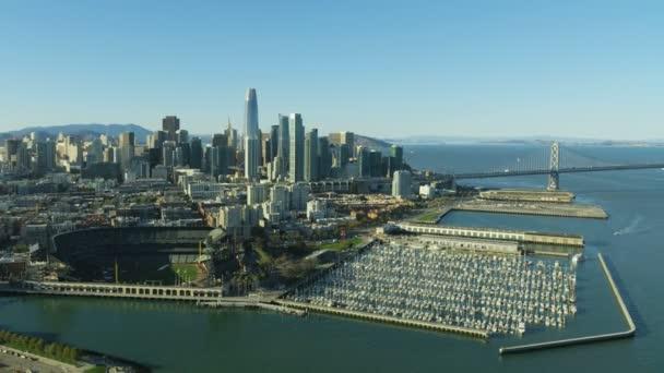 Antenowe panoramę South Beach marina Bay Bridge Interstate 80 centrum  finansowej dzielnicy miasta wieżowce Salesforce wieża San Francisco Pacific  Ocean California Usa
