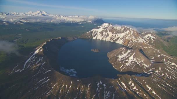 Letecký pohled na extrémní povahy krajiny Aljašky Katmai hory caldera divočiny umístění a pusté prostředí na jaře Amerika