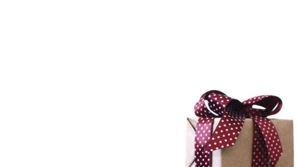 Geschenkbox auf weißem Hintergrund