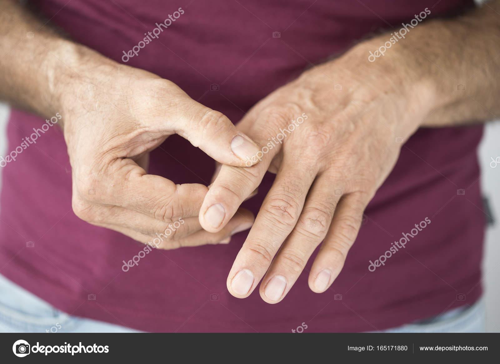fájdalom a csípőtől az ágyékig)