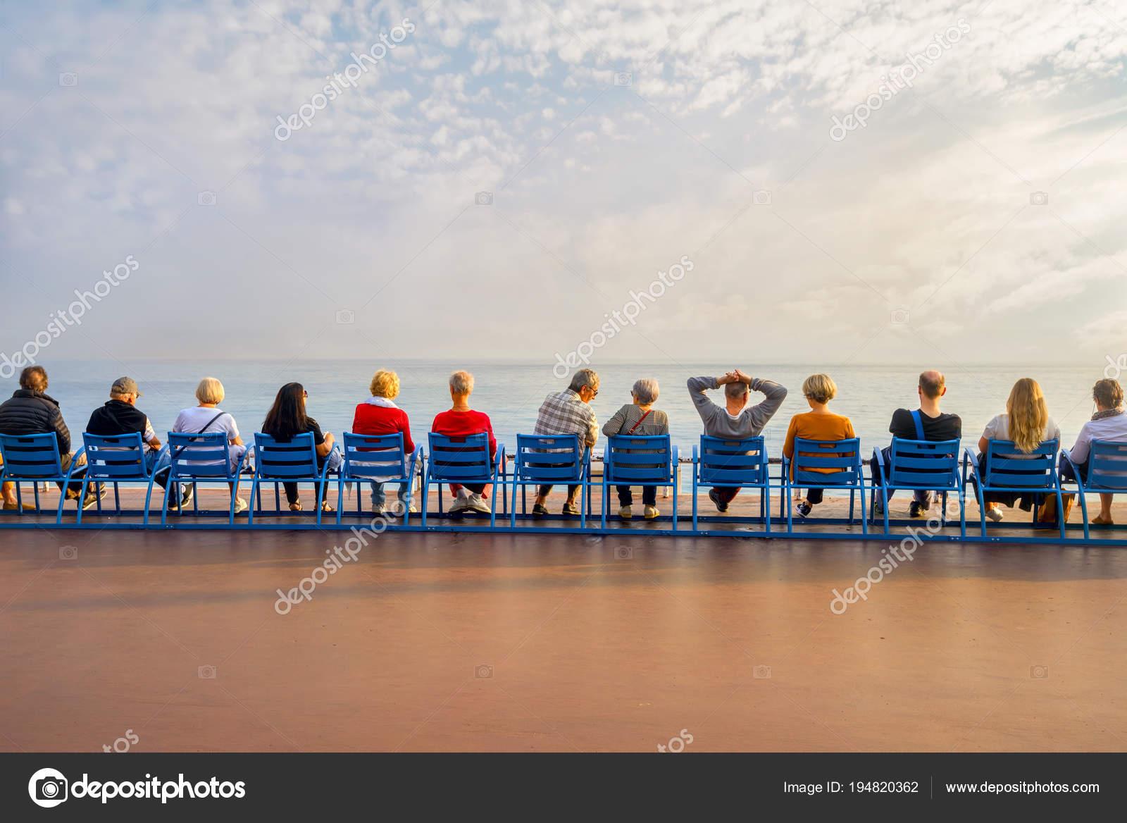 Sedie Blu Nizza : Nizza francia ottobre foto moda stile gente seduta sulle