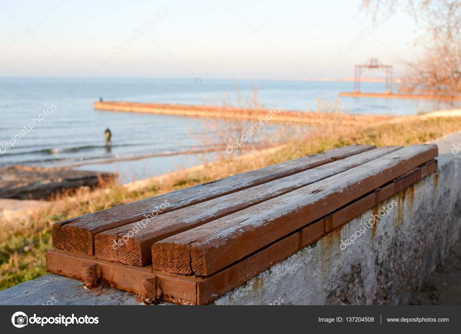 Panchina Lungomare : Panchina sul lungomare della crimea mar nero u2014 foto stock © olkacf