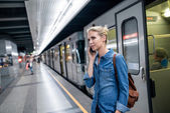 Photo Woman with phone at underground platform
