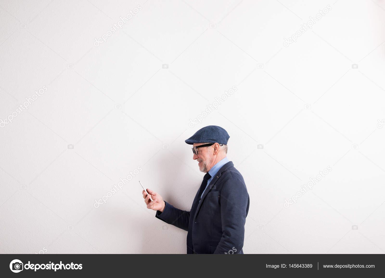 Senior Chemise Veste Chapeau Bleue En Tenue Sm Lunettes Homme Et qIrEfwI