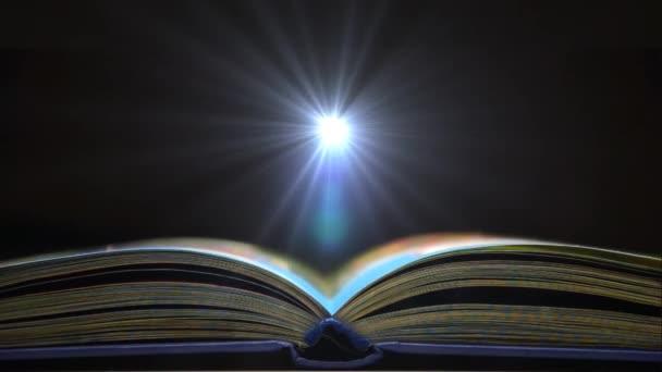 Buchkonzept des Raumes. Eintauchen in die Lektüre eines Buches