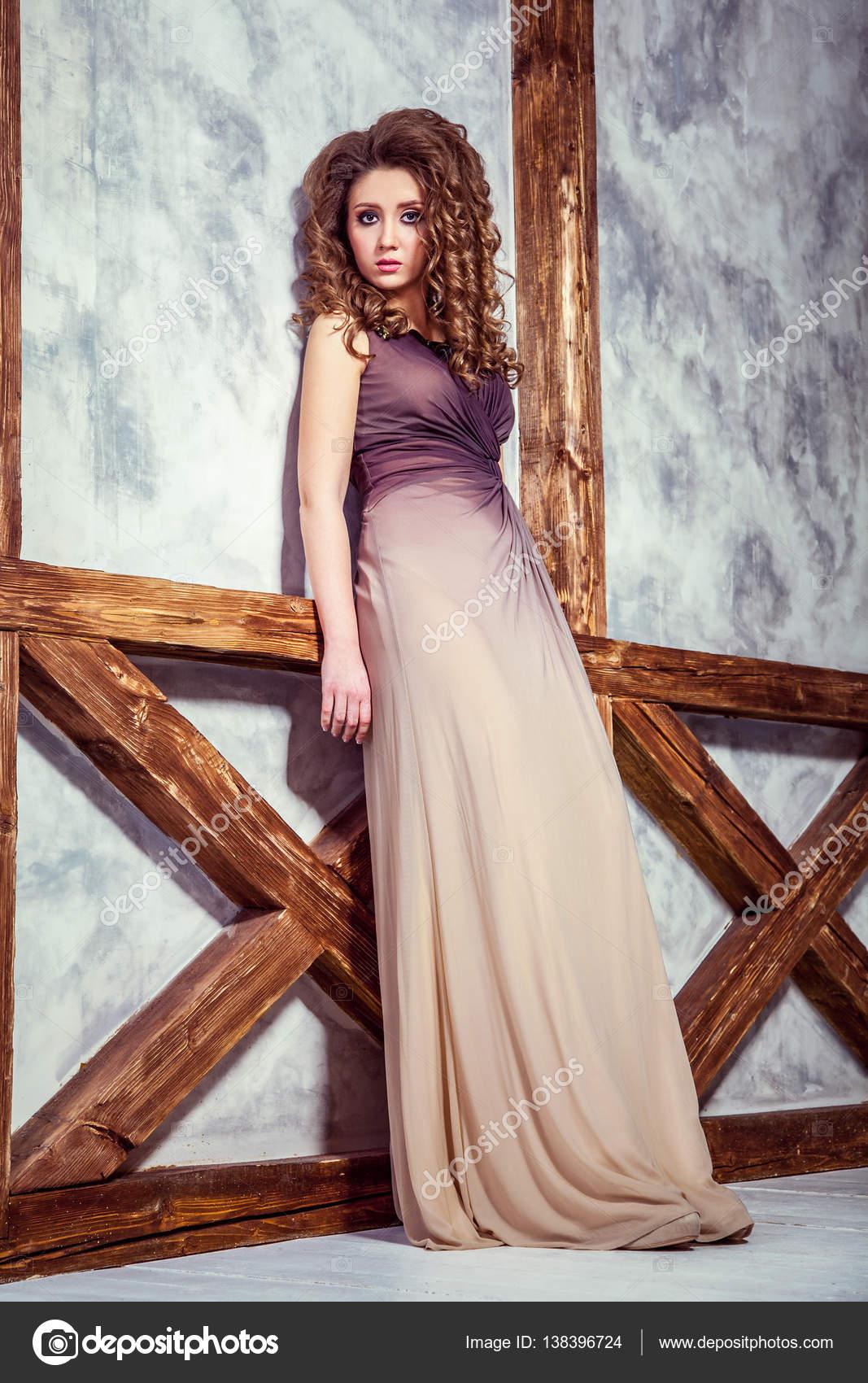 Vestido Largo Peinados Modelo Con Largo Vestido Y Rizado